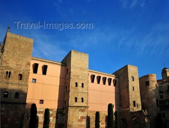 catalon244: Barcelona, Catalonia: Roman walls on Plaça Nova - aqueduct and Casa de l'Ardiaca, Barri Gòtic, Gothic Quarter - photo by M.Torres - (c) Travel-Images.com - Stock Photography agency - Image Bank