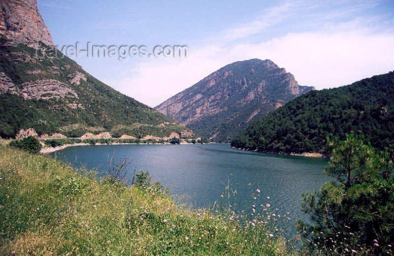 catalon25: Catalonia / Catalunya - Oliana, Alt Urgell, Lleida province: the dam - Embalse de Oliana - photo by Miguel Torres - (c) Travel-Images.com - Stock Photography agency - Image Bank