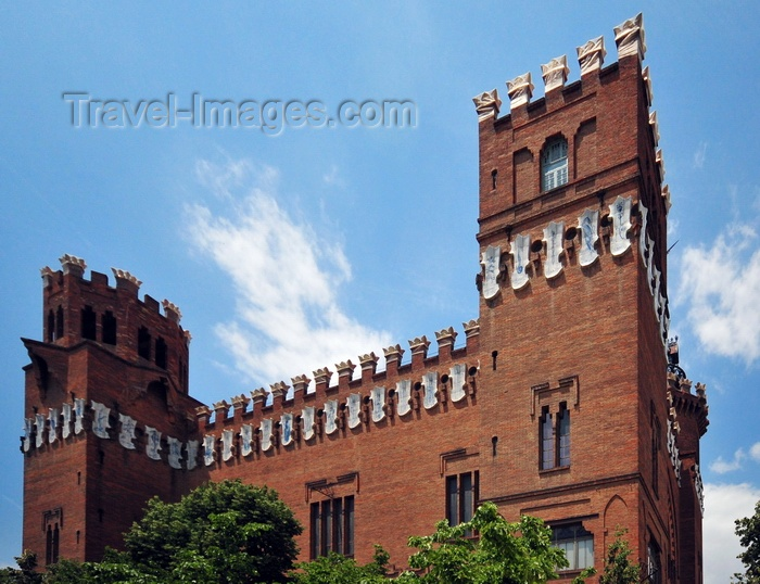 catalon267: Barcelona, Catalonia: Castle of the Three Dragons - Castell dels Tres Dragons, built for the 1888 Universal Exposition of Barcelona by Lluís Domènech i Montaner - photo by M.Torres - (c) Travel-Images.com - Stock Photography agency - Image Bank