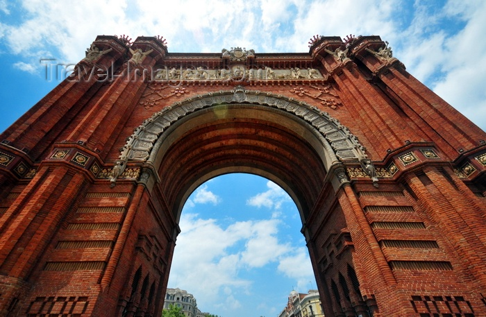 catalon269: Barcelona, Catalonia: triumphal arch, built for the 1888 Barcelona World Fair - Neo-Mudéjar style - central relief by Josep Reynés - photo by M.Torres - (c) Travel-Images.com - Stock Photography agency - Image Bank