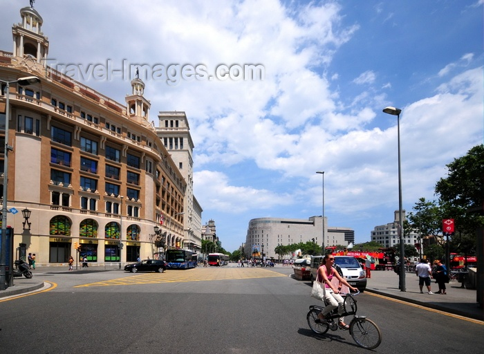 catalon271: Barcelona, Catalonia: view of Plaça Catalunya, the city's centre - Caja Madrid on the left - photo by M.Torres - (c) Travel-Images.com - Stock Photography agency - Image Bank