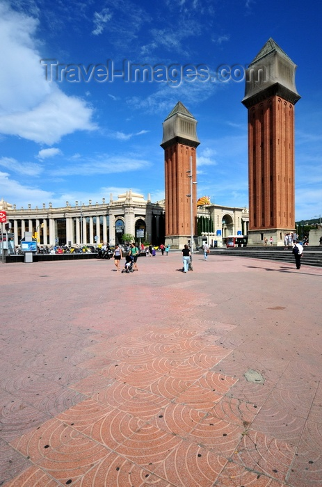 catalon277: Barcelona, Catalonia: Venetian towers at the entrance to the 1929 Universal Exhibtion area, Plaça Espanya - photo by M.Torres - (c) Travel-Images.com - Stock Photography agency - Image Bank
