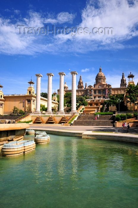catalon279: Barcelona, Catalonia: Montjuic - Magic Fountain, four Ionic columns, stairs leading to the Palau Nacional - photo by M.Torres - (c) Travel-Images.com - Stock Photography agency - Image Bank