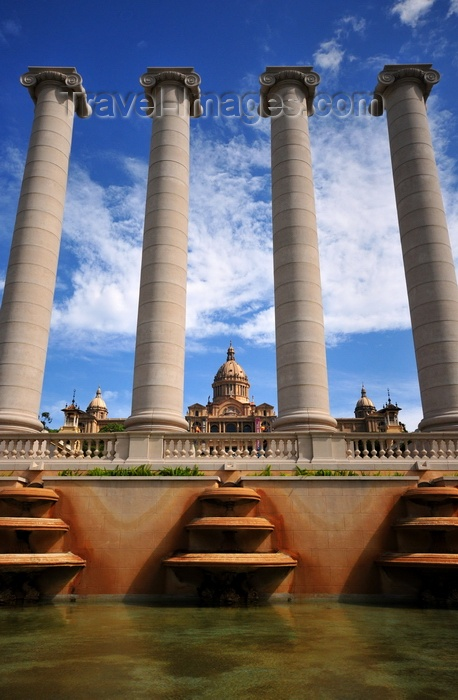 catalon283: Barcelona, Catalonia: Montjuïc - 'Four Columns' by Josep Puig i Cadafalch seen from the Magic Fountain, Palau Nacional in the backgroud - photo by M.Torres - (c) Travel-Images.com - Stock Photography agency - Image Bank
