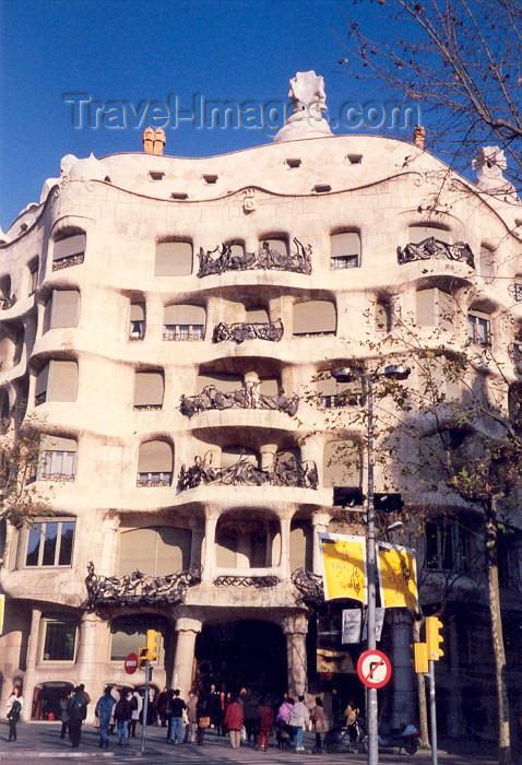 Catalonia barcelona gaudi fa ade casa mila la - Casa torres barcelona ...
