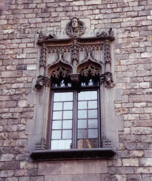 catalon5: Catalonia - Barcelona: Gothic window / ventana gótica - Barri antic - photo by Miguel Torres - (c) Travel-Images.com - Stock Photography agency - Image Bank