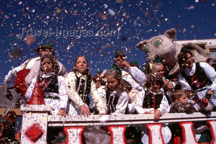 catalon52: Catalonia / Catalunya - Solsona, Solsonès, Lleida province: confetti from the float - carnival - photo by F.Rigaud - (c) Travel-Images.com - Stock Photography agency - Image Bank