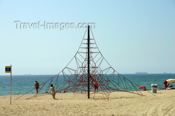 catalon58: Catalonia - Barcelona: web on the beach - climbing structure - leisure area at Platja de la Barceloneta - photo by C.Blam - (c) Travel-Images.com - Stock Photography agency - Image Bank