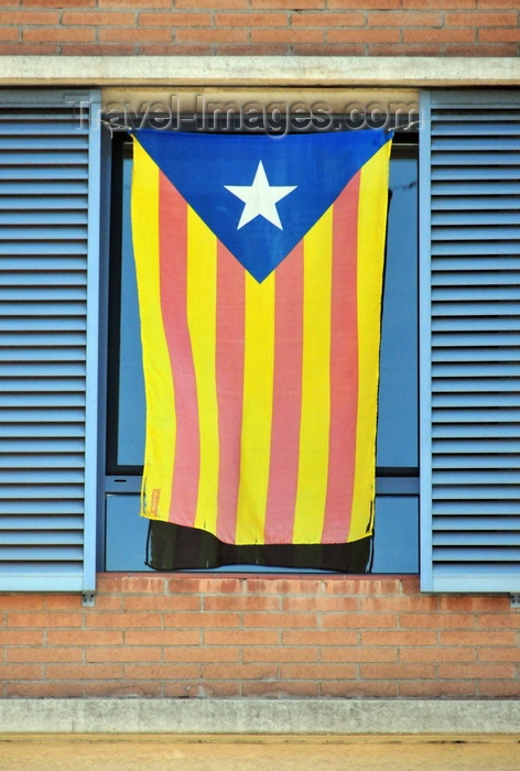 catalon61:  Barcelona, Catalonia: Catalonian flag on a window, in support of the independence of Catalonia - starred version of the flag, know in Catalan as the Senyera estelada, flown by separatists - photo by M.Torres - (c) Travel-Images.com - Stock Photography agency - Image Bank