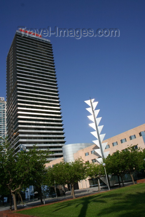 catalon63: Catalonia - Barcelona: rising high - Mapfre tower- skyscraper in the Villa Olímpica - Carrer de la Marina, Sant Martí - architects Iñigo Ortiz and Enrique León - Barceloneta - photo by C.Blam - (c) Travel-Images.com - Stock Photography agency - Image Bank