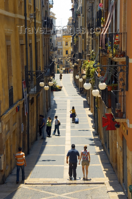 catalon67: Tarragona, Catalonia: pedestrian street in the old city - photo by B.Henry - (c) Travel-Images.com - Stock Photography agency - Image Bank