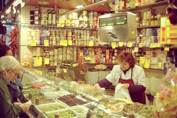 catalon69: Catalonia - Barcelona: buying olives at the Mercat St. Josep / St. Josep Market - photo by M.Bergsma - (c) Travel-Images.com - Stock Photography agency - Image Bank