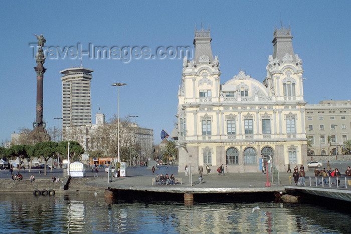 catalon75: Catalonia - Barcelona: view from the marina - Portal de la Pau - Port of Barcelona building - Customs house, Colon statue and Colon building - photo by M.Bergsma - (c) Travel-Images.com - Stock Photography agency - Image Bank