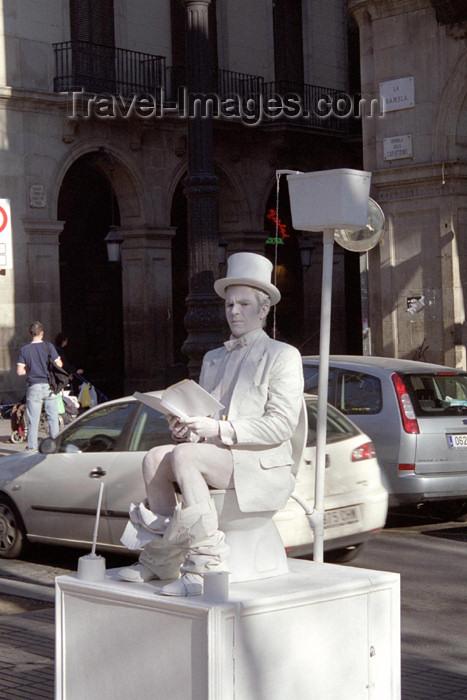 catalon80: Catalonia - Barcelona: caught pants down in the toilet - Las Ramblas - Estàtua humana a la Rambla - photo by M.Bergsma - (c) Travel-Images.com - Stock Photography agency - Image Bank