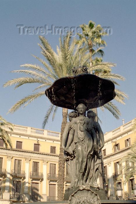 catalon88: Catalonia - Barcelona: fountain - Plaça Reial - Plaza Real - photo by M.Bergsma - (c) Travel-Images.com - Stock Photography agency - Image Bank