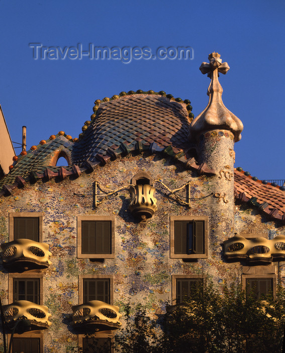 catalon9: Catalonia - Barcelona: Antoni Gaudi - Casa Batlló, Mansana de la Discórdia - Passeig de Gracia - modernistic allegory of the story of Sant Jordi - photo by A.Bartel - (c) Travel-Images.com - Stock Photography agency - Image Bank