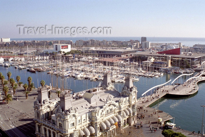 catalon99: Catalonia - Barcelona: view from Christopher Columbus' monument - Portal de la Pau - Port of Barcelona building and footbridge from Port Vell to Maremagnum - photo by M.Bergsma - (c) Travel-Images.com - Stock Photography agency - Image Bank