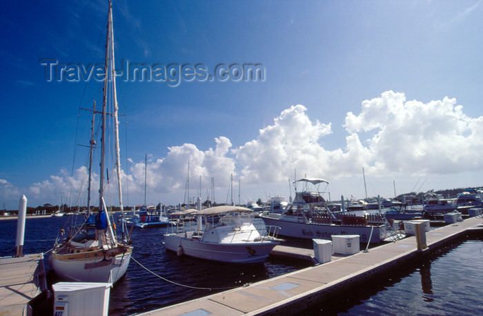 cayman15: Cayman Islands - Gran Cayman - Governors Creek - the Marina - photo by F.Rigaud - (c) Travel-Images.com - Stock Photography agency - Image Bank