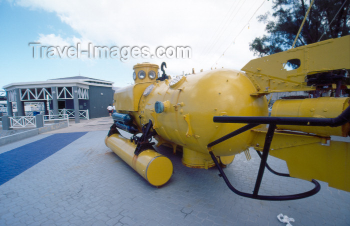 cayman22: Cayman Islands - Grand Cayman - George Town - yellow submarine - photo by F.Rigaud - (c) Travel-Images.com - Stock Photography agency - Image Bank