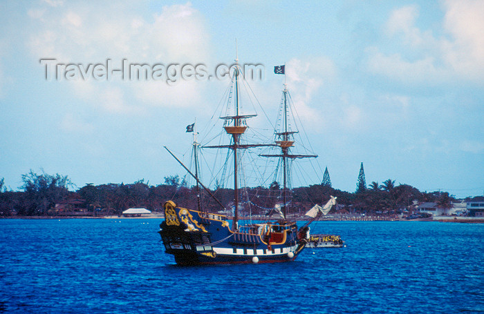 cayman23: Cayman Islands - Grand Cayman - West Bay - Pirate ship - photo by F.Rigaud - (c) Travel-Images.com - Stock Photography agency - Image Bank