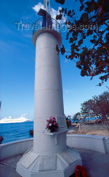 cayman24: Cayman Islands - Grand Cayman - George Town - seafarers memorial adjacent to the Port Authority, a lighthouse overlooking the harbor - photo by F.Rigaud - (c) Travel-Images.com - Stock Photography agency - Image Bank