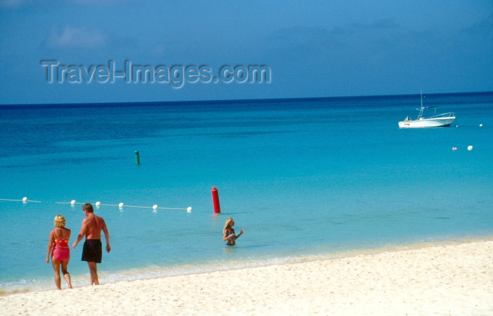cayman5: Grand Cayman - Grand Cayman: Seven Mile beach - 7 Mile Beach - heaven in a tax heaven - photo by F.Rigaud - (c) Travel-Images.com - Stock Photography agency - Image Bank