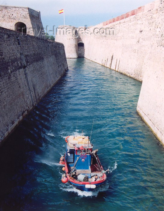 ceuta11: Spain - Ceuta: St Philip canal - Mediterranean side - moat / Fosso de São Filipe, extremo Sul - fortaleza Portuguesa / Canal de San Filipe - Murallas Reales - photo by M.Torres - (c) Travel-Images.com - Stock Photography agency - Image Bank