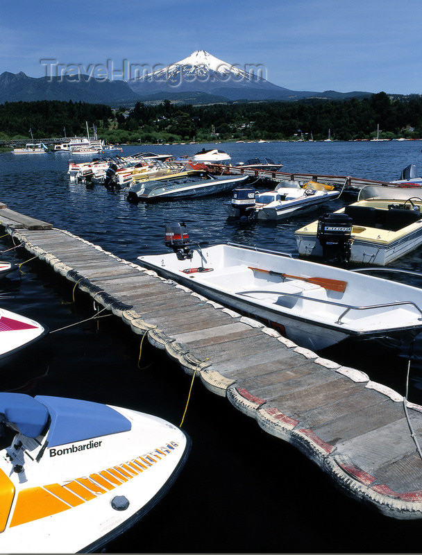 chile100: Araucanía Region, Chile - Pucón: Lake Villarica - boats in the marina and view of Villarica volcano - photo by Y.Baby - (c) Travel-Images.com - Stock Photography agency - Image Bank
