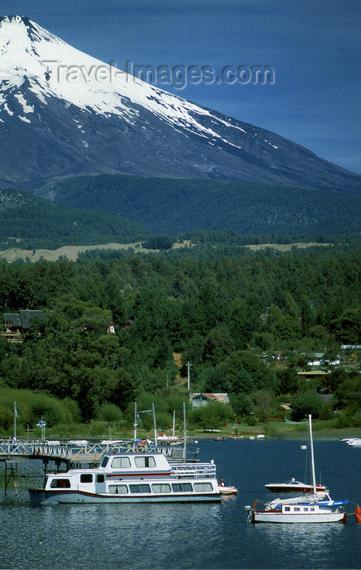 chile101: Araucanía Region, Chile - Lake Villarica: forest and partial view of Villarica volcano, Villarica NP - photo by Y.Baby - (c) Travel-Images.com - Stock Photography agency - Image Bank