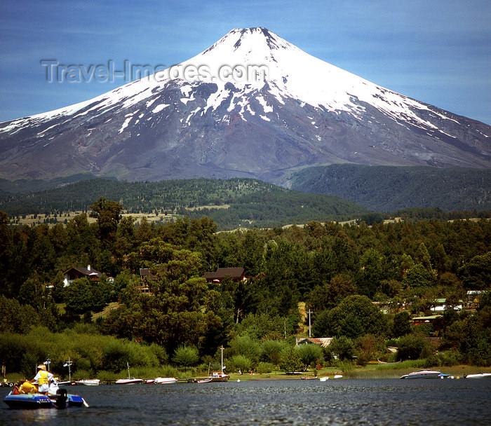 chile102: Araucanía Region, Chile - Lake Villarica: view of Villarica volcano - active stratovolcano, Villarica NP - photo by Y.Baby - (c) Travel-Images.com - Stock Photography agency - Image Bank
