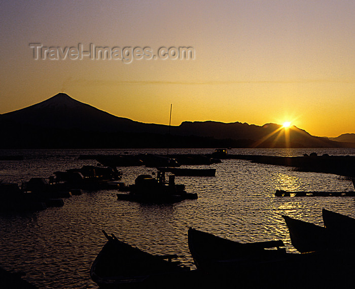 chile107: Araucanía Region, Chile - Pucón: Lake Villarica - marina and Villarica volcano at sunset - photo by Y.Baby - (c) Travel-Images.com - Stock Photography agency - Image Bank