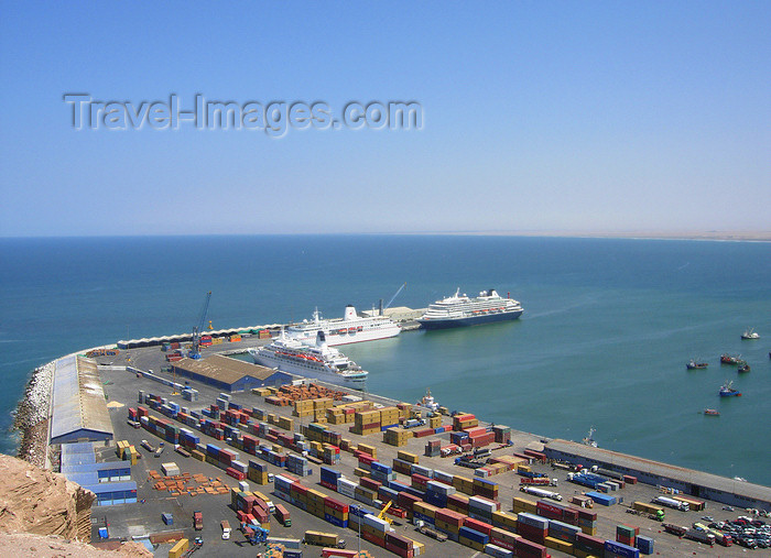 chile113: Chile - Arica: scenic view of the port - container terminal and cruise ships - Puerto de Arica - photo by D.Smith - (c) Travel-Images.com - Stock Photography agency - Image Bank
