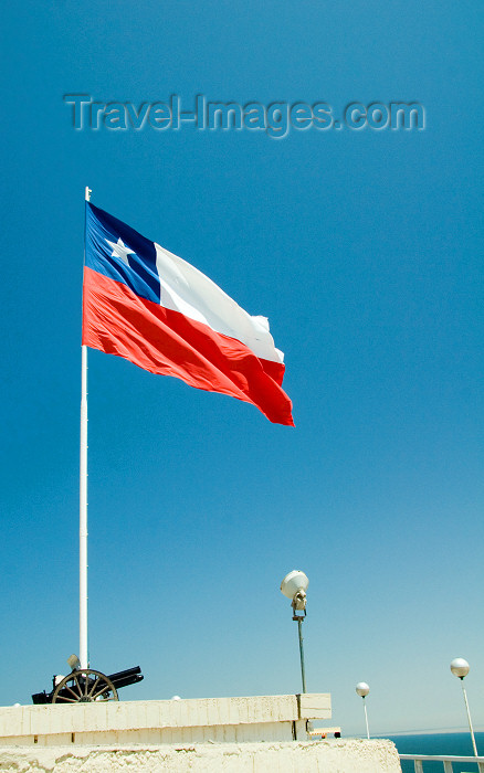 chile115: Chile - Arica: Chilean flag - 'the Lone Star' - unknown soldier monument - Morro de Arica - bandera de Chile 'La estrella solitaria' - photo by D.Smith - (c) Travel-Images.com - Stock Photography agency - Image Bank