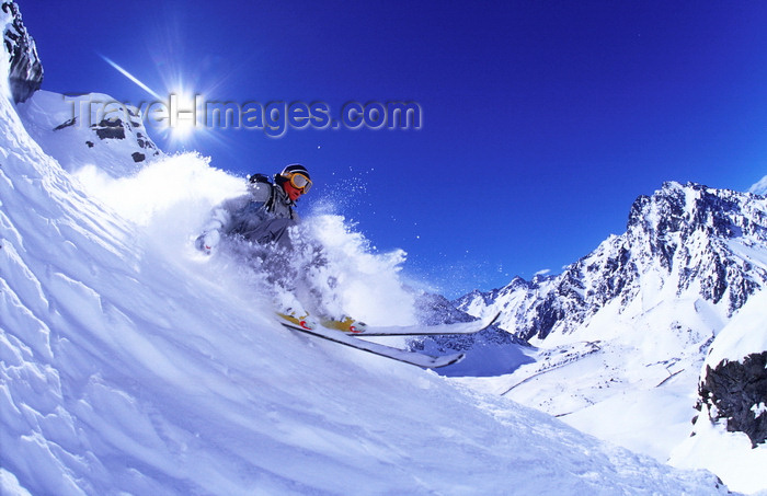 chile158: Portillo, Valparaíso region, Chile: skier free riding in deep snow in the Andes Mountains - photo by S.Egeberg - (c) Travel-Images.com - Stock Photography agency - Image Bank