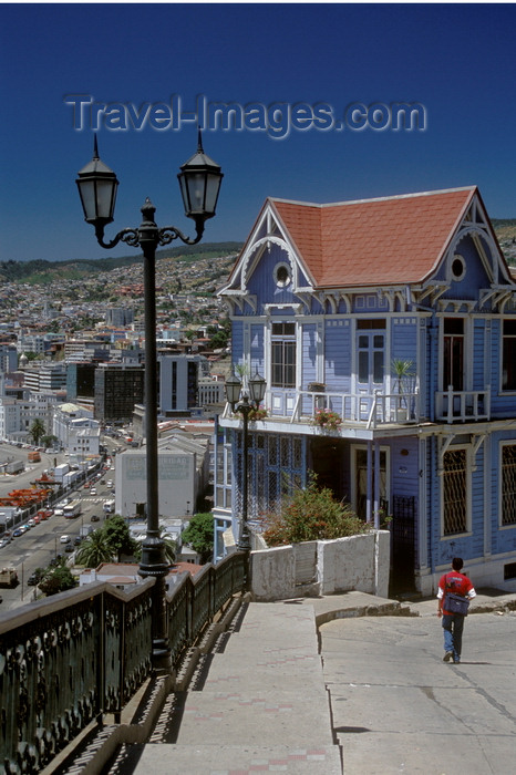 chile165: Valparaíso, Chile: lamppost and historic fisherman's house - Calfulafquen Bar Restaurant - photo by C.Lovell - (c) Travel-Images.com - Stock Photography agency - Image Bank