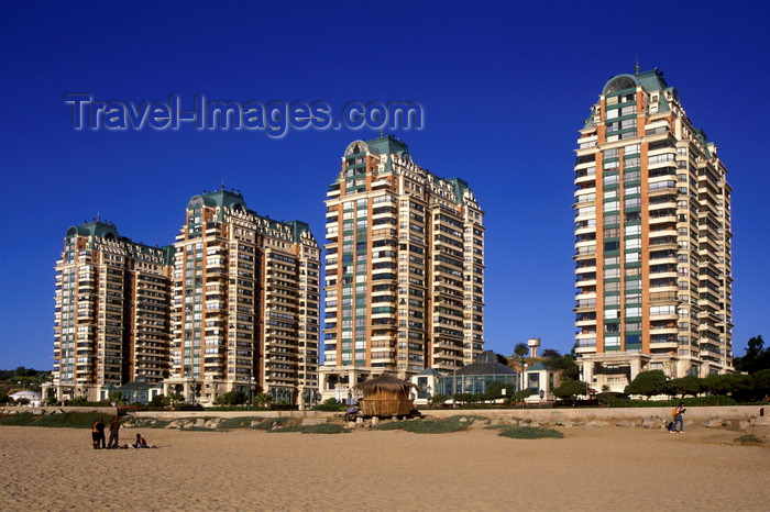 chile181: Viña Del Mar, Valparaíso region, Chile: apartment blocks along the beach - photo by C.Lovell - (c) Travel-Images.com - Stock Photography agency - Image Bank