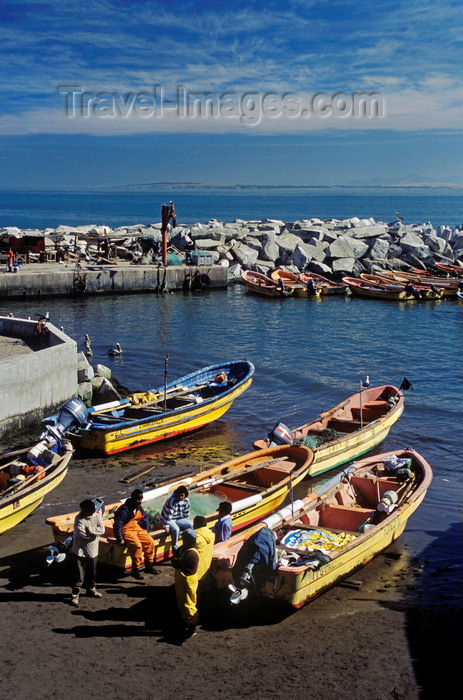 chile182: Concon village, Valparaíso region, Chile: fishing boats and fisherman north of Valparaiso along the Pacific - photo by C.Lovell - (c) Travel-Images.com - Stock Photography agency - Image Bank