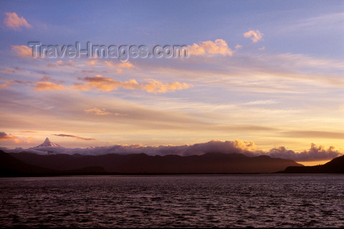 chile187: Chaitén, Palena Province, Los Lagos Region, Chile: Gulf of Corcovado - the Pacific with view of Volcano Corcovado in Northern Patagonia - photo by C.Lovell - (c) Travel-Images.com - Stock Photography agency - Image Bank