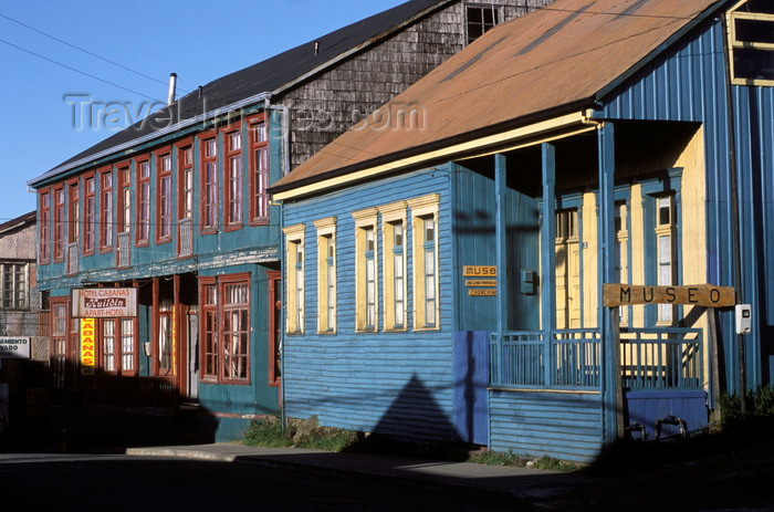 chile195: Chonchi, Chiloé island, Los Lagos Region, Chile: Historic Museum and Hotel Cabañas Huilden – calle Centenario – El Museo Viviente de las Tradiciones Chonchinas - vernacular architecture - timber construction – Patagonia - photo by C.Lovell - (c) Travel-Images.com - Stock Photography agency - Image Bank