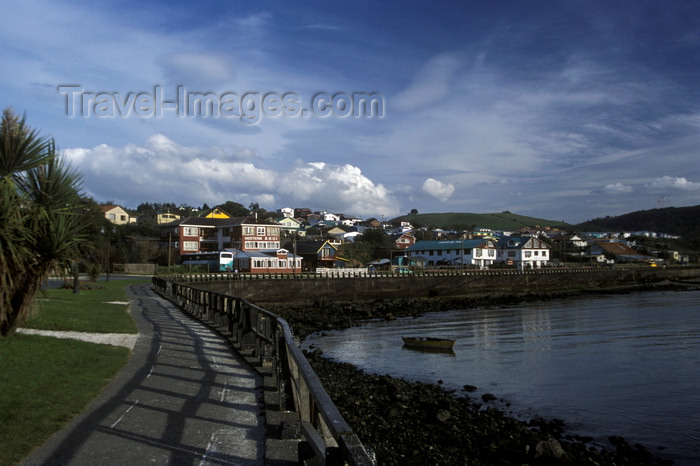 chile208: Ancud, Chiloé island, Los Lagos Region, Chile: sidewalk along the ocean – Golfo de Quetalmahue - photo by C.Lovell - (c) Travel-Images.com - Stock Photography agency - Image Bank