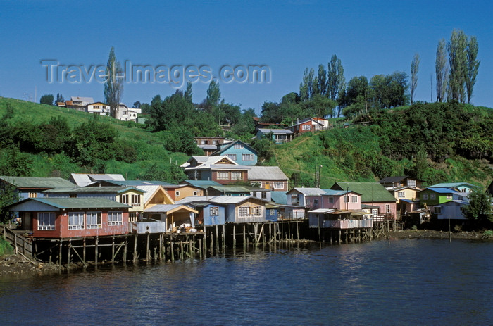 chile21: Castro, Chiloé island, Los Lagos Region, Chile: living over the water - 'palafitos', traditional houses on stilts on the Castro fjord - Archipiélago de Chiloé - photo by C.Lovell - (c) Travel-Images.com - Stock Photography agency - Image Bank