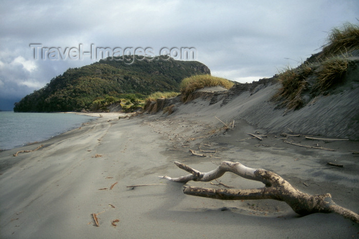 chile227: Anihue Bay, Aisén region, Chile: isthmus and Pacific Ocean beach - temperate rain forest of northern Patagonia - photo by C.Lovell - (c) Travel-Images.com - Stock Photography agency - Image Bank