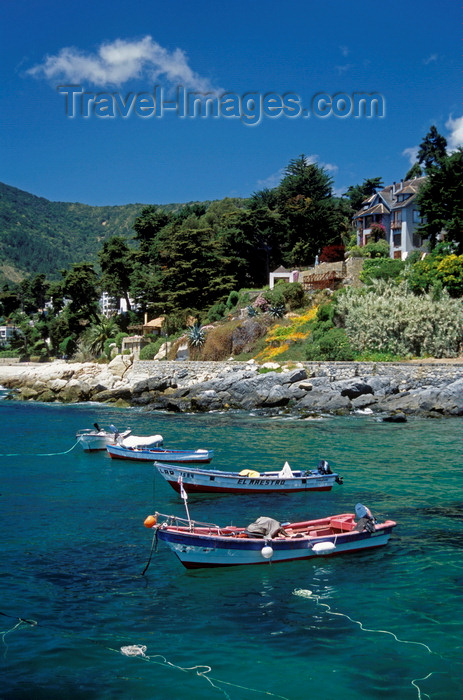 chile23: Zapallar, Valparaíso region, Chile: mansions and fishing boats at anchor – transparent waters of the Pacific Ocean - photo by C.Lovell - (c) Travel-Images.com - Stock Photography agency - Image Bank