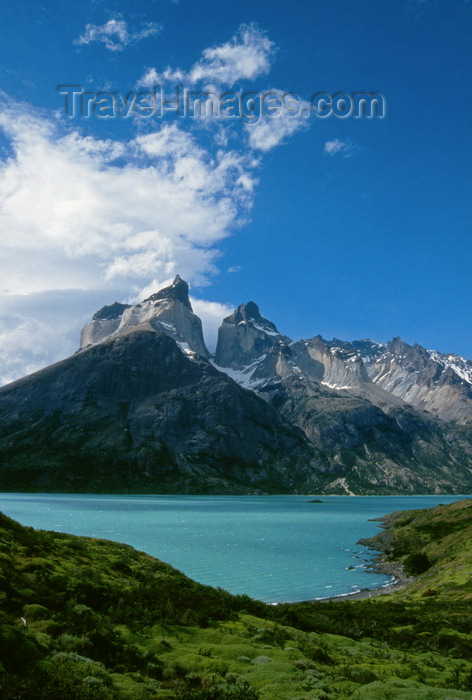 chile252: Torres del Paine National Park, Magallanes region, Chile: Cuernos del Paine - the Horns of Paine with Lake Nordenskjöld in the foreground – the park was once part of a large sheep estancia - Chilean Patagonia - photo by C.Lovell - (c) Travel-Images.com - Stock Photography agency - Image Bank