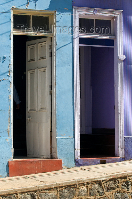 chile289: Valparaíso, Chile: open doors in Cerro Alegre - photo by P.Jolivet - (c) Travel-Images.com - Stock Photography agency - Image Bank
