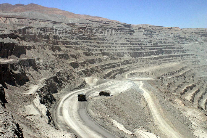 chile29: Chile - Calama (Antofagasta region): open air copper mine - spiral of dust - photo by N.Cabana - (c) Travel-Images.com - Stock Photography agency - Image Bank