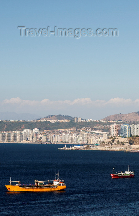 chile291: Valparaíso, Chile: harbour view - the Amatista - photo by P.Jolivet - (c) Travel-Images.com - Stock Photography agency - Image Bank