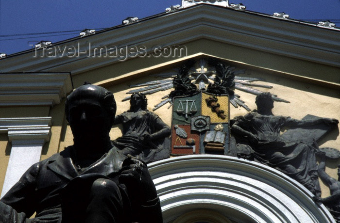 chile31: Chile - Santiago: coat of arms of the University of Chile and statue of Andrés Bello, its founder and first principal | escudo de Universidad de Chile y estatua de Andrés Bello, primer rector - Casa de Bello - photo by W.Schipper - (c) Travel-Images.com - Stock Photography agency - Image Bank