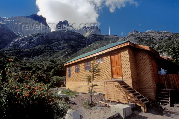 chile45: Torres del Paine National Park, Magallanes region, Chile: Refugio Los Cuernos which provides bunks and meals to backpackers – mountain accommodation – Chilean Patagonia - photo by C.Lovell - (c) Travel-Images.com - Stock Photography agency - Image Bank