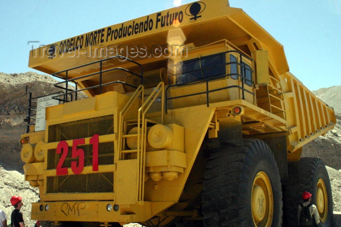 chile67: Chile - Calama  (Antofagasta region): giant truck in the copper mine - mining machinery - Codelco Norte - photo by N.Cabana - (c) Travel-Images.com - Stock Photography agency - Image Bank